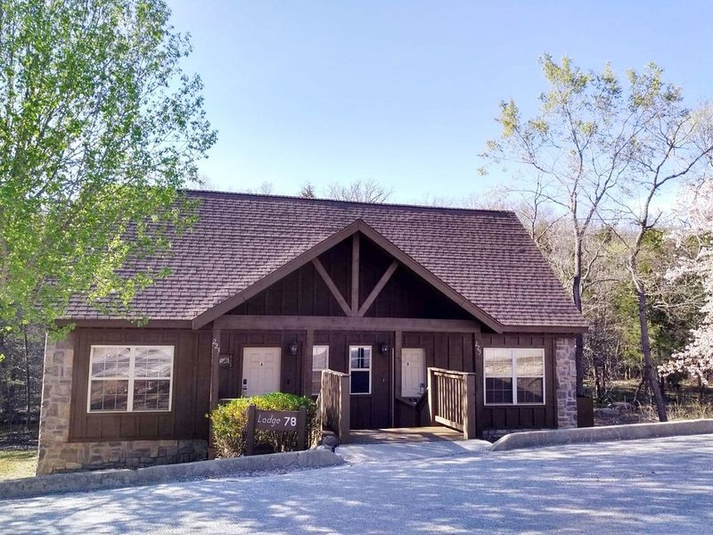 Lodge close to Silver Dollar City & near Branson Strip w/High Speed Internet 400, location de vacances à Branson ouest