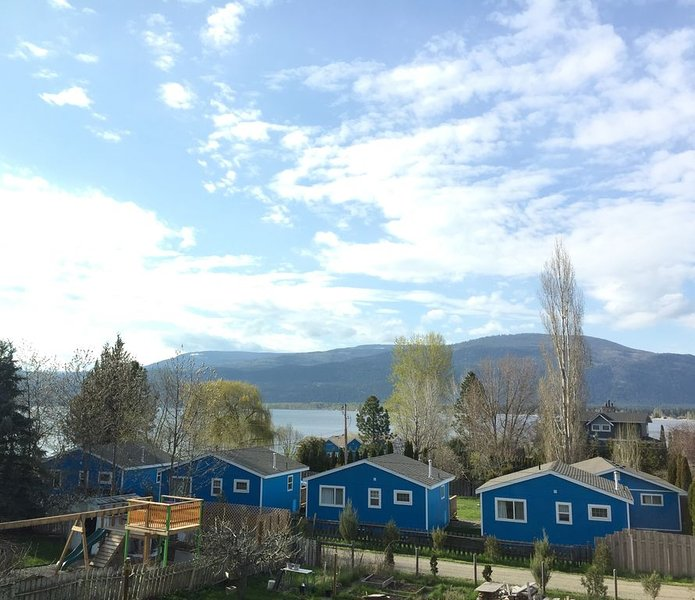 Lakeview Landing - Private Queen Suite with all amenities - Shuswap Lake, vakantiewoning in Scotch Creek