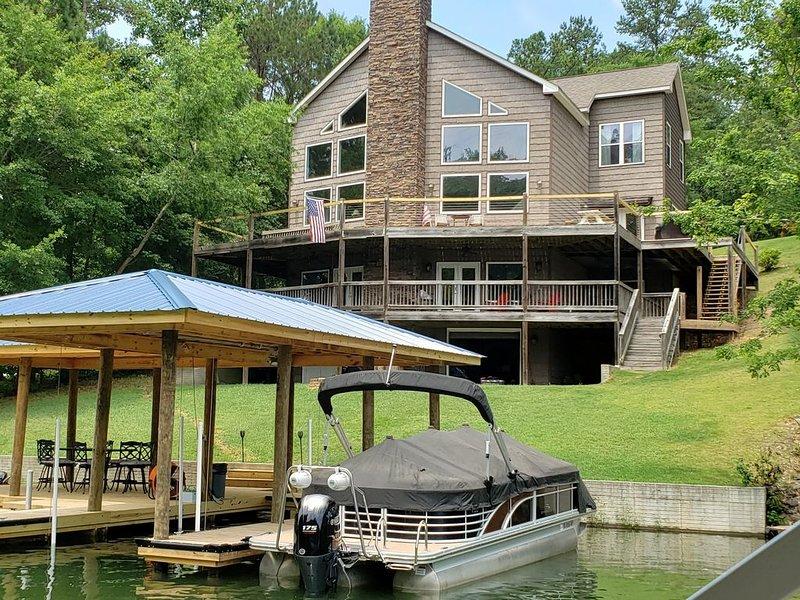 Lake Martin Family Retreat - Room for Everyone!, location de vacances à Tallassee