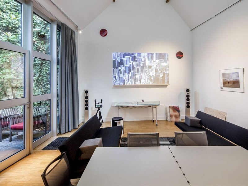 Spacy Artist Studio in Central Gent, holiday rental in Gavere