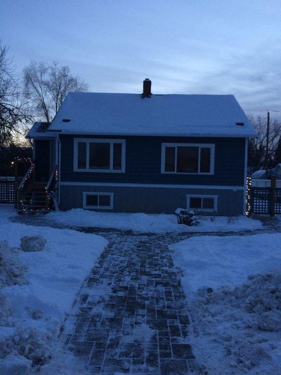 Frente de la casa en invierno.