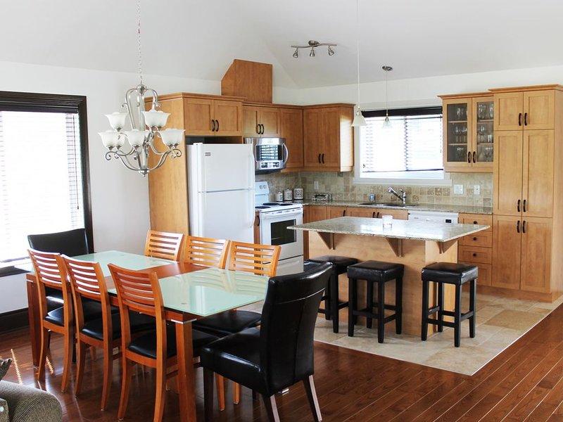 15 - vue sur la montagne et le meilleur Super séjour de confort, Saint-Sauveur Q, vacation rental in Sainte-Anne-des-Lacs