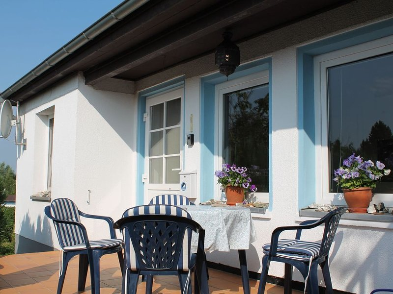 Bungalow in Wohlenberg with Garden, Terrace, Heating, holiday rental in Hohenkirchen