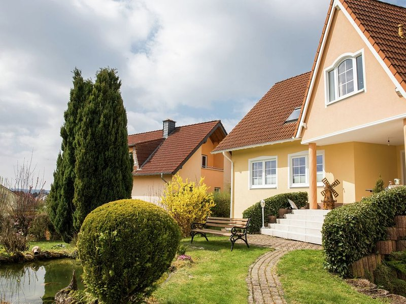 Beautiful property (65 m) with terrace and a small garden., holiday rental in Gerolstein