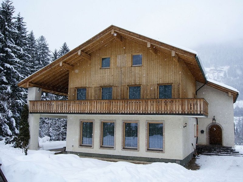 Beautiful, very spacious holiday home in the Hohe Tauern National Park in Carint, holiday rental in Mortschach