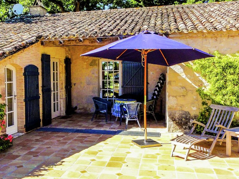 Very well decorated and cosy house on the Medieval towns route, vakantiewoning in Montagnac-sur-Lede