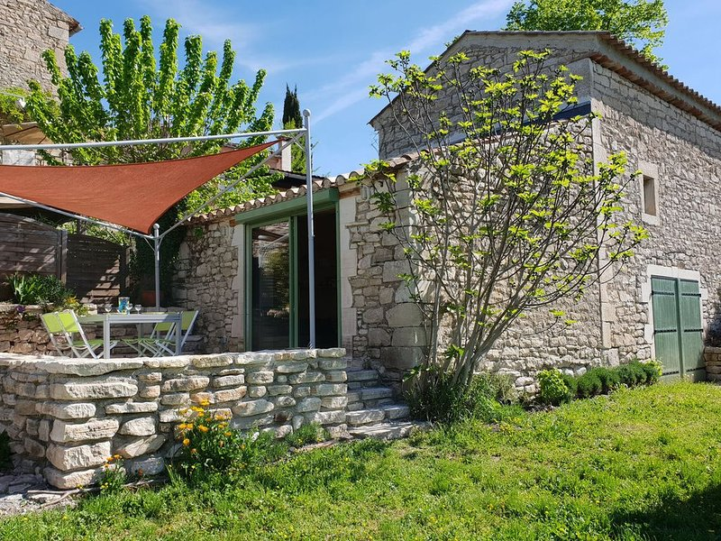 Luxurious Villa with Swimming Pool in Languedoc-Roussillon, holiday rental in Barjac