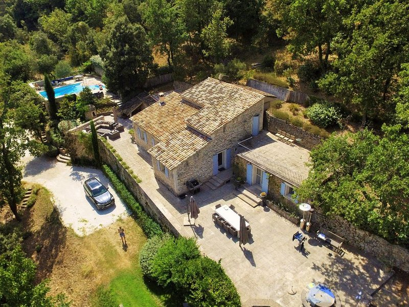 Cozy Villa in Ménerbes with Swimming Pool, holiday rental in Menerbes