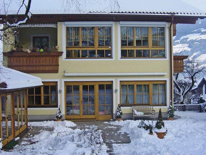 Cozy Villa near Ski Lift in Fügen, aluguéis de temporada em Fugen
