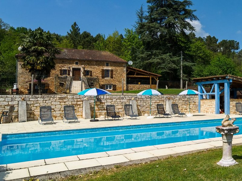 Lovely Holiday Home in Aquitaine with Private Swimming Pool, holiday rental in Lot-et-Garonne
