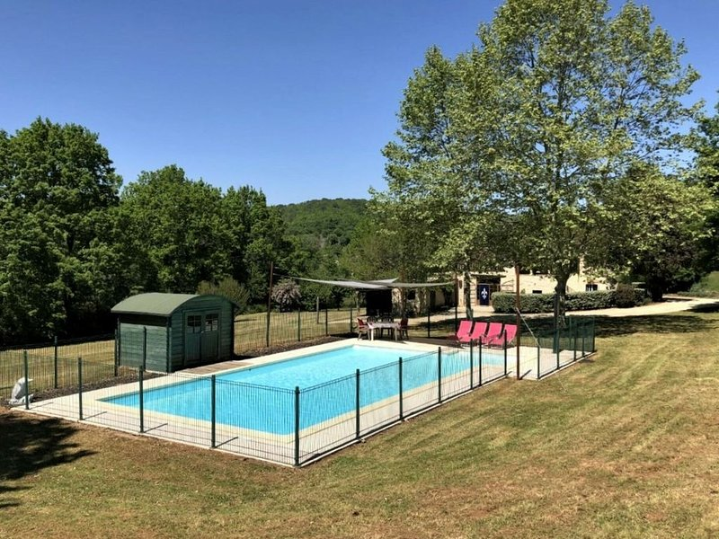 Spacious Villa in Puy-l'Évêque with Swimming Pool, vacation rental in Prayssac