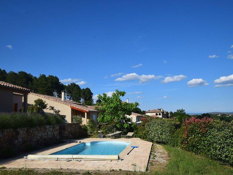 Beautiful Villa in Joyeuse with Private Pool, location de vacances à Joyeuse