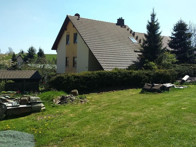 Cozy Apartment in Oelsnitz with Ore Mountains View, holiday rental in Oelsnitz/Erzgebirge
