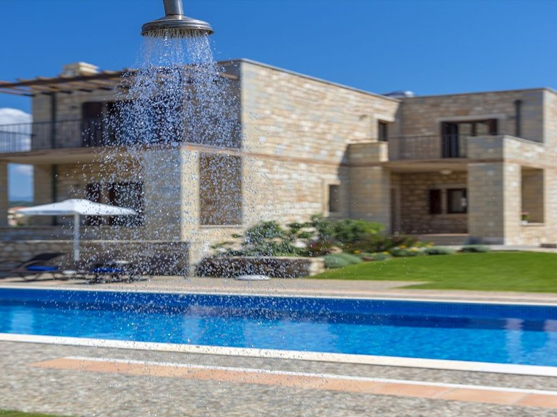 Azure Stone villa, 70m From The Beach, vacation rental in Platanias