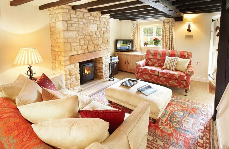 Midsummer Cottage situated in Stanton is a 17th century Grade II listed holiday, vacation rental in Temple Guiting