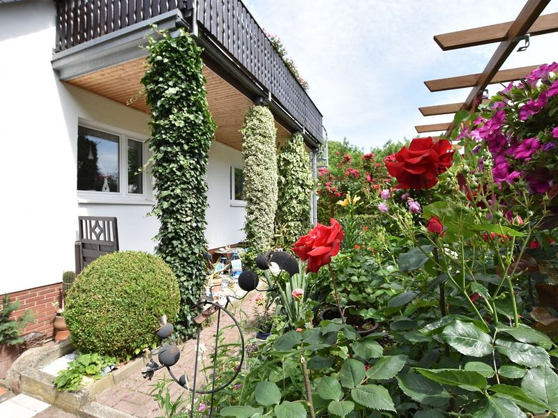 Pleasant Apartment in Südstadt Germany with Parasol, location de vacances à Rostock