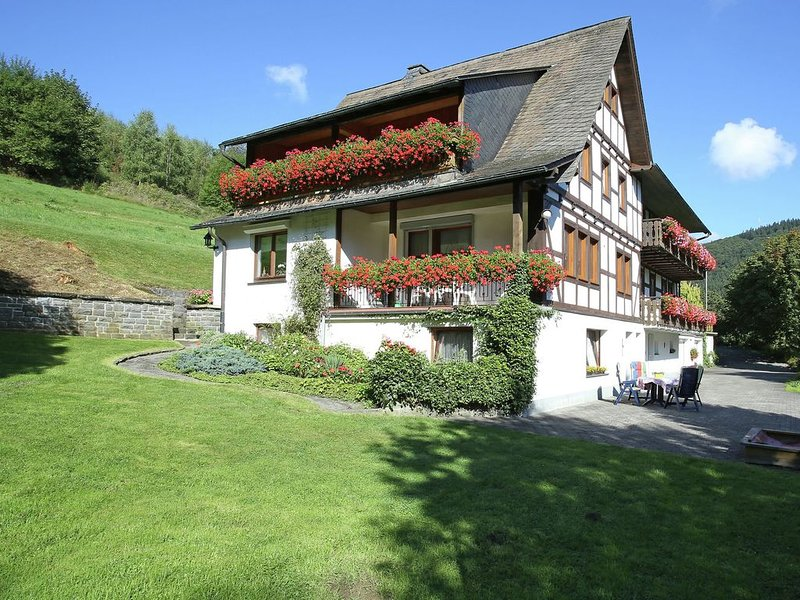 Charming Apartment with Balcony, Garden,BBQ, Parking,Heating, alquiler vacacional en Schmallenberg