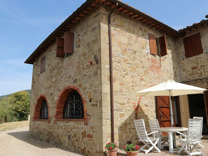 Cozy  Holiday Home in Tuscany with Swimming  Pool, alquiler vacacional en San Donato Fronzano