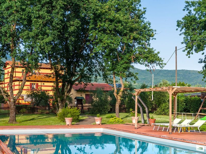 Apartment in country house in olive grove with fenced pool and soccer field, holiday rental in Pian di Sco