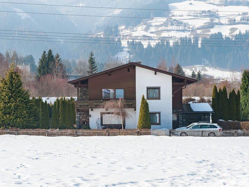 Modern Cottage near Ski Area in Stumm, casa vacanza a Stumm