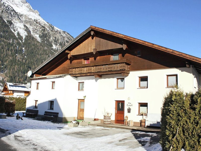 Boutique Holiday Home in Längenfeld near Ski Bus Stop, holiday rental in Oberlangenfeld