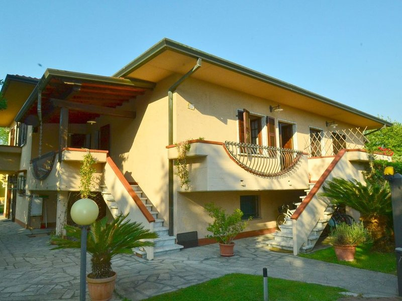 Lovely Holiday Home in Marina di Massa with Private Garden, holiday rental in Ronchi
