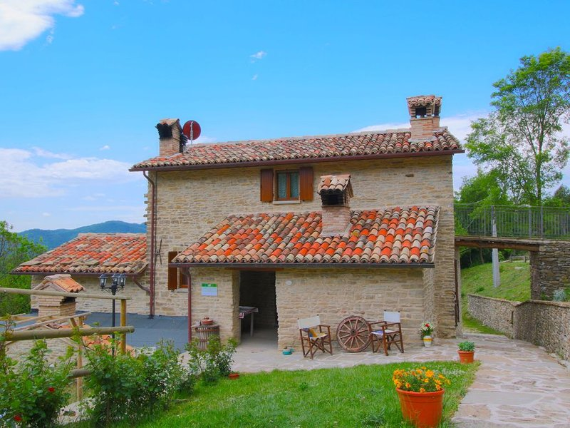 Homely Farmhouse with Swimming Pool,Garden, Patio, Fireplace, vacation rental in Belforte all'Isauro