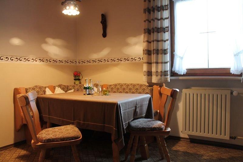 Ferienwohnung Kienberg (37 qm) Balkon, 1 Schlafzi., Küche m.Sitzecke, max. 3 Per, holiday rental in Unken