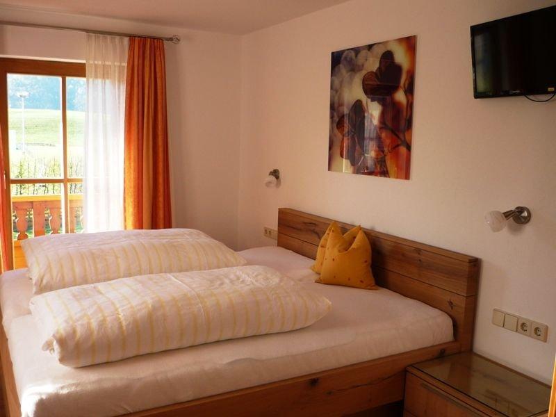 Zwei-Raum Ferienwohnung mit Dusche/WC, Küchenzeile, Balkon, Ferienwohnung in Reit im Winkl