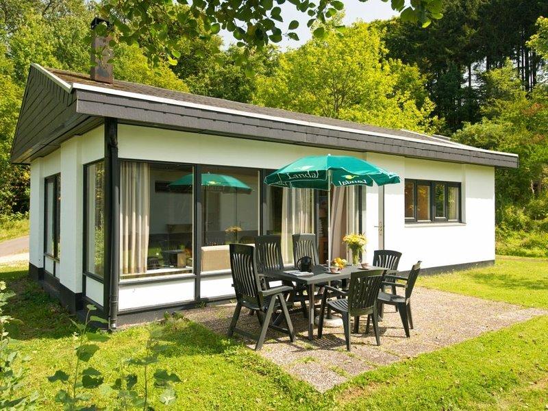 6-Personen-Ferienhaus im Ferienpark Landal Wirfttal, holiday rental in Birgel
