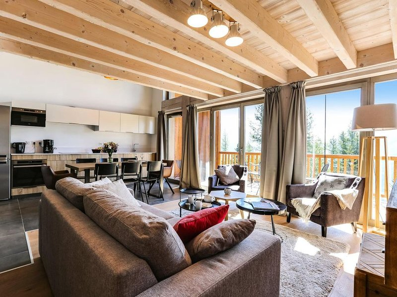 My Second Home - Résidence Le Hameau de Barthélémy - 4 pièces 8 Personnes Vue Mo, vacation rental in Montvalezan