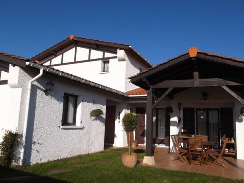 Pays Basque ⎜ Maison familiale · Vue Rhune · 10p. · Terrasse couverte, holiday rental in Urrugne