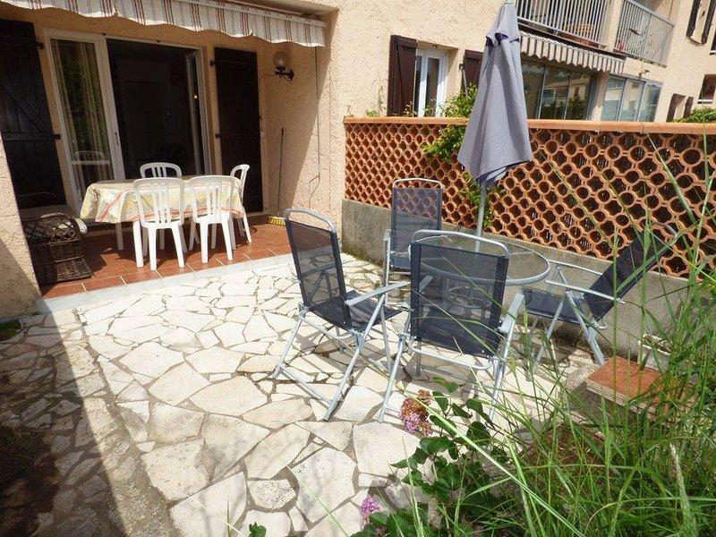 Rez de jardin tout équipé avec WIFI, 500M de la plage, vacation rental in Saint-Mandrier-sur-Mer