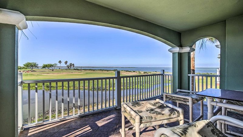 Luxury Townhome in South Padre Island Golf Club!, vacation rental in Laguna Vista