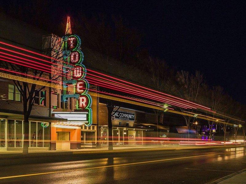 Uptown 23: assistez à un spectacle au Tower Theatre, mangez au Drake, prenez un verre au Bunker Club ou au Ponyboy
