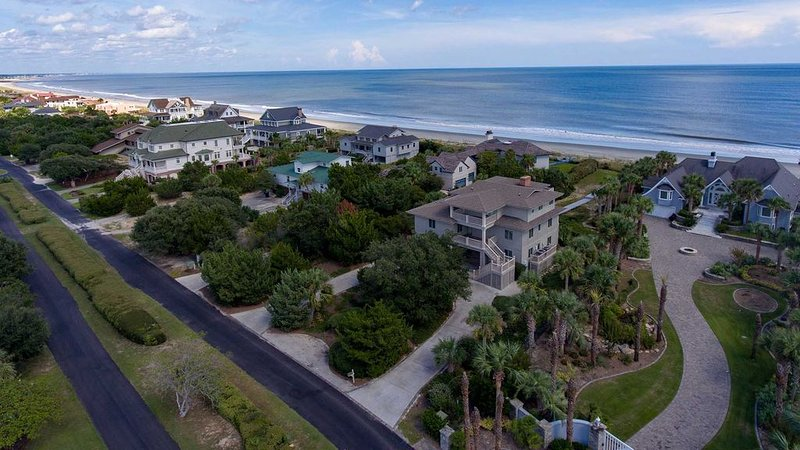 Inviting Vacation Home Directly on Beach, holiday rental in Georgetown