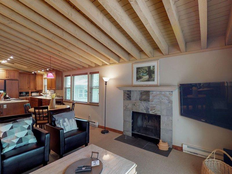 Spacious condo w/shared hot tub, pool & sauna-near Dollar Mountain, vacation rental in Hailey