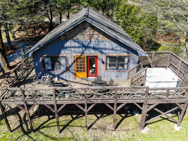 Riverside - River Front Cottage in Valle Crucis with Hot Tub!, holiday rental in Sugar Grove