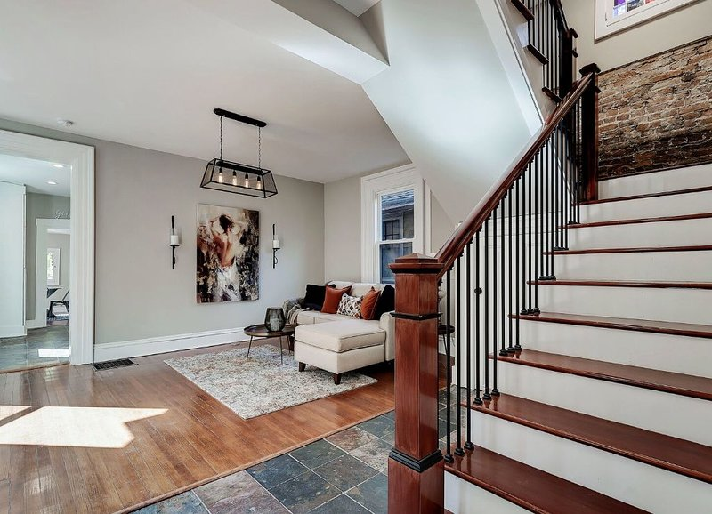 Uptown Class In The City - Mins to Downtown!, holiday rental in Greenwood