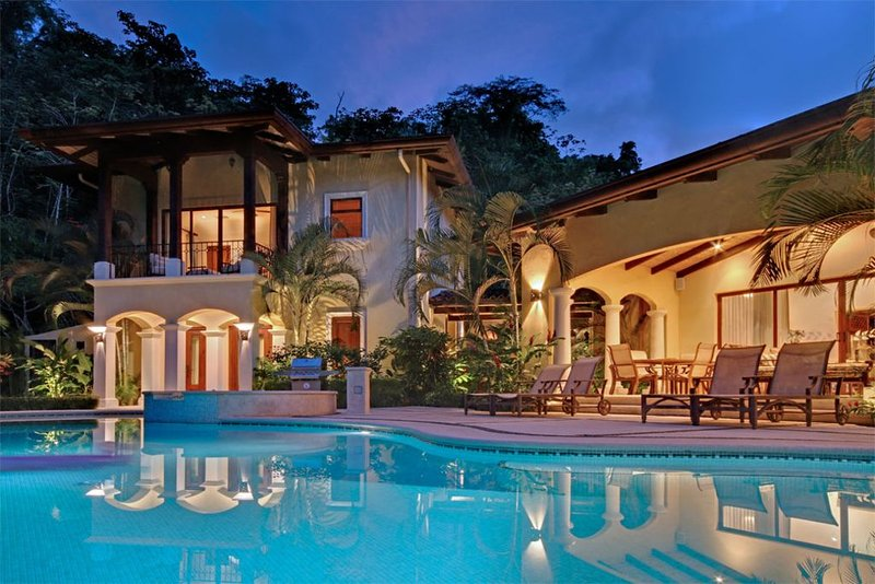 Casa Tropical, Your Perfect Vacation Rental,Private Pool &Concierge Services!, holiday rental in Herradura