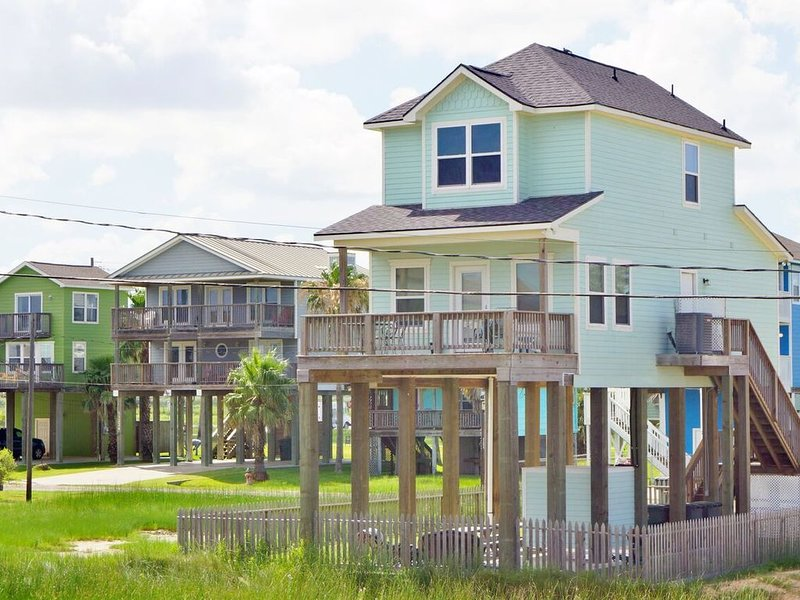 Sunny Beach Sandcastle Cottage a gorgeous, brand new BEACH SIDE home!, holiday rental in Bayou Vista