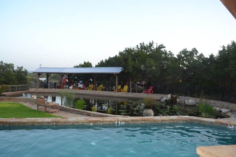 Breathtaking views of Texas Hill Country & amenities galore & private pool, holiday rental in Kingsland