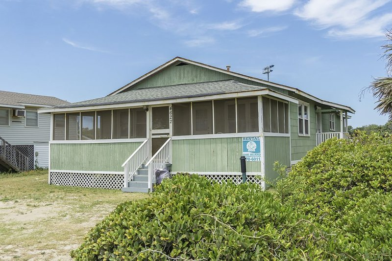 Jersey's Shore: 3 Bed/2 Bath Dog-Friendly Home with Ocean Views, holiday rental in Long Beach