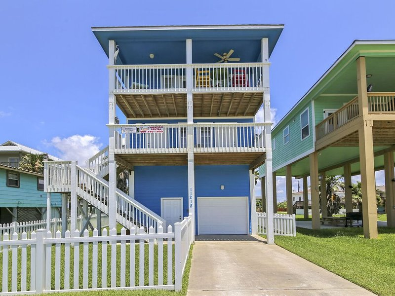 Attitude Adjustment: Beachside in Sunny Beach. FREE ATTRACTION TICKETS!, holiday rental in Bayou Vista