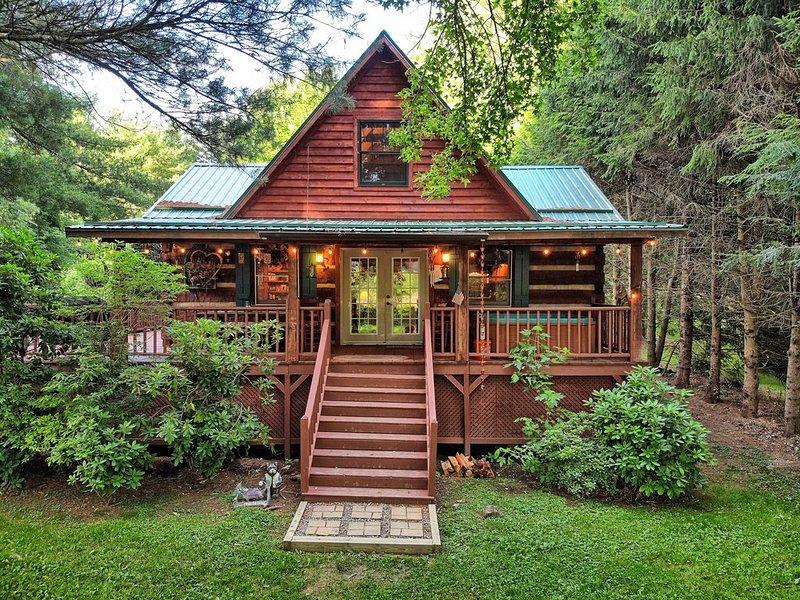Bridgepoint Cabin 2bd/2ba Hot Tub, walk to Watauga River, vacation rental in Valle Crucis