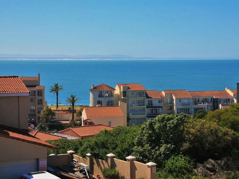 Gorgeous home with big deck, ocean views, and free wifi, alquiler vacacional en Saint Francis Bay