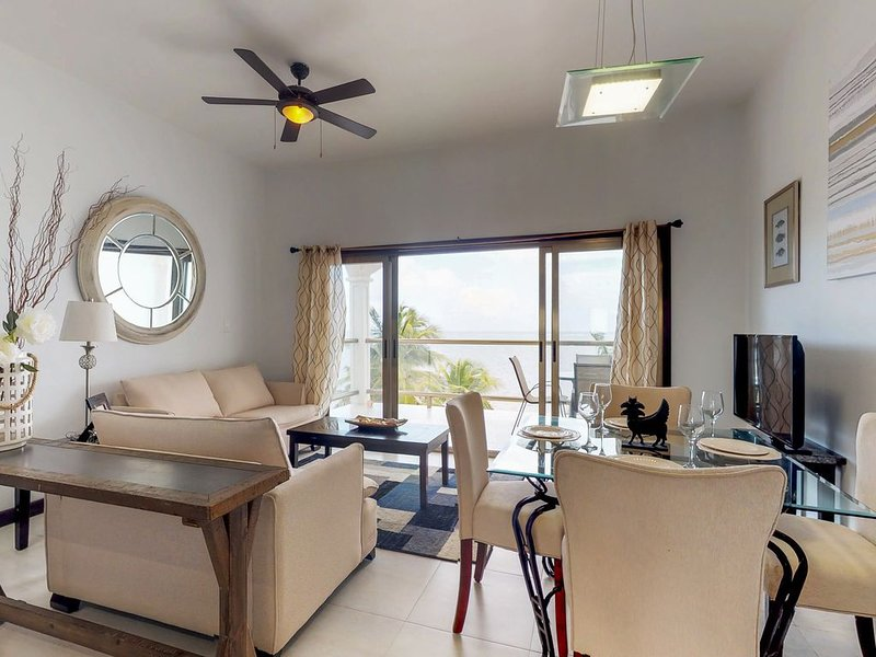 Beachfront condo with ocean views, WiFi, partial AC & shared pool/dock/kayaks!, holiday rental in Xcalak