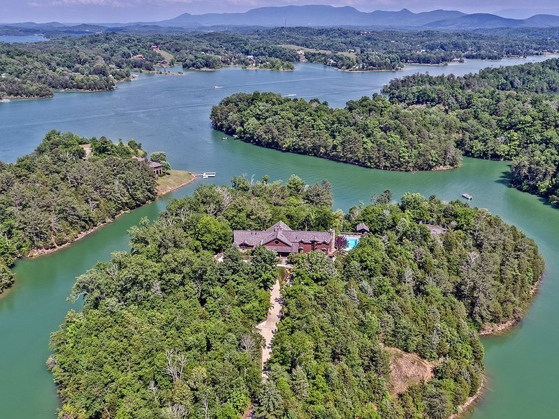 Douglas Lake Lodge in the Smoky Mountains, holiday rental in Sevierville