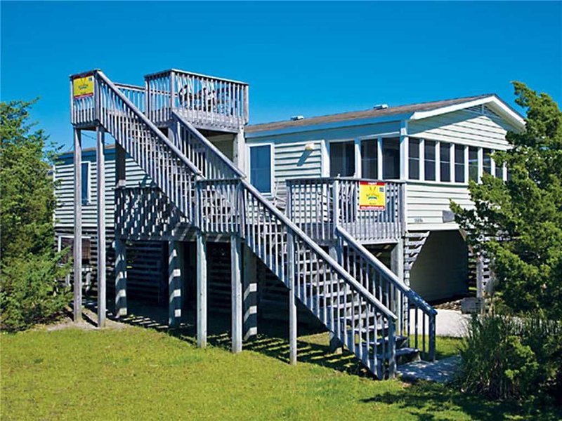 Classic Oceanside Beach House in Salvo! Only 6 Lots from the Beach! Dog-Friendly, vacation rental in Waves