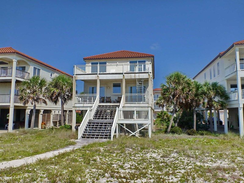 Beachfront Heaven on the East End! Pets welcome, Hot Tub, Screen Porch, Elevator, alquiler vacacional en Carrabelle